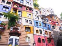 Wenen, Oostenrijk - September 27, 2014: Hundertwasser Haus in Wenen Het iconische gebouw werd gebeëindigd in 1985 en is één van h Stock Fotografie