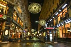 Wenen - straat bij nacht Stock Afbeelding