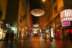 Wenen - straat bij nacht w Royalty-vrije Stock Afbeeldingen