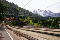 Wengen järnvägsstation, Wengen, Bernese Oberland, Schweiz Royaltyfri Foto