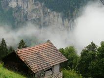 Wengen Szwajcaria Alpejski krajobraz z chmurami zdjęcie stock