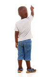 Wenig afrikanisches Jungenzeigen Stockfoto