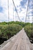 Wenig alte Holzbrücke im Dorf Lizenzfreies Stockfoto