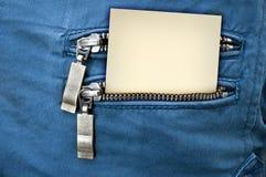 Wenig Anmerkung in der Gesäßtasche von Jeans Stockbild