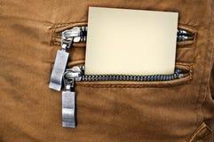 Wenig Anmerkung in der Gesäßtasche von Jeans Lizenzfreie Stockfotografie