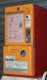 Wenig automatische Verkaufsmaschine des Spielzeugs Stockbilder
