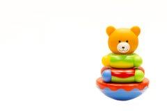Wenig Bärnspielzeug auf weißem Hintergrund Stockfotos