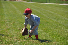 Wenig Baseballfeldspieler Lizenzfreie Stockfotografie
