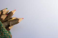 Wenig Bleistiftfarbe im weißen Hintergrund Lizenzfreie Stockfotografie