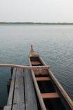 Wenig Boot in einem hölzernen Pier, Soustons See Stockbild
