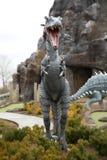 Wenig dinosaure in einem Park stockfoto