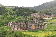 Wenig Dorf in Pyrenees lizenzfreie stockbilder