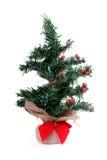 Wenig einsamer künstlicher Weihnachtsbaum Lizenzfreies Stockfoto
