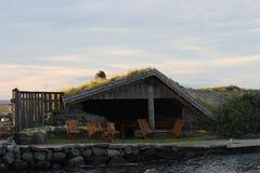 Wenig entspannendes Hausrecht durch das Meer Lizenzfreies Stockfoto