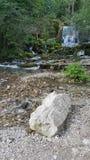 Wenig Fluss und Wasserfälle Stockbild