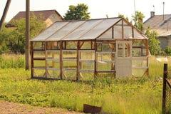 wenig Gewächshaus, sehen von weitem an Lizenzfreies Stockfoto