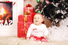 Wenig glückliches Weihnachtsmädchen Lizenzfreie Stockbilder