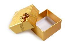Wenig goldener Geschenkkasten Stockbild