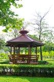 Wenig Hütte im Park Lizenzfreie Stockfotos
