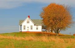 Wenig Haus auf dem Hügel Lizenzfreies Stockbild