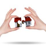 Wenig Haus auf den Händen Lizenzfreie Stockbilder
