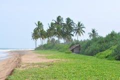 Wenig Haus auf den Ufern des Ozeans stockfoto