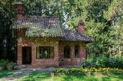 Wenig Haus im Holz Lizenzfreie Stockbilder
