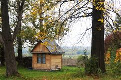 Wenig Haus und Bäume stockbild