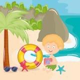 Wenig Junge mit Badeanzug auf dem Strandcharakter lizenzfreie abbildung