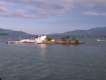 Wenig Kirche auf einer Insel Stockfotos