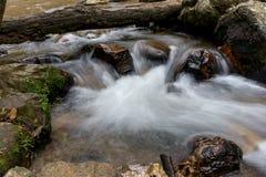 Wenig rauschender Fluss Stockfoto