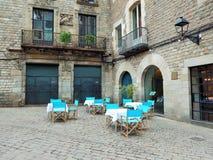 Wenig Restaurant auf einem historischen Platz in Europa stockfotos