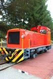 Wenig roter Zug in Ungarn Stockfotografie