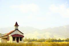 Wenig rotes und gelbes Schulhaus Stockfotografie