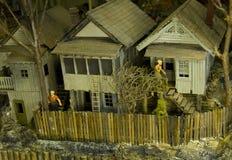 Wenig Siedlungsbau durch die Schienen-Straße Lizenzfreie Stockbilder