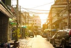 Wenig sonnige Straße von Bangkok-Stadt, Thailand lizenzfreie stockbilder