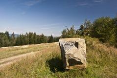 Wenig Steinskulptur von trilobite in Javorniky-Bergen lizenzfreies stockbild