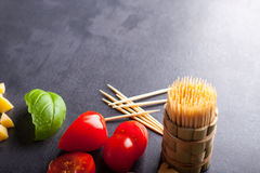 Wenig Tomate und Basilikum Lizenzfreie Stockfotos