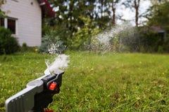 Wenig Wassertropfen von der Berieselungsanlage lizenzfreie stockbilder