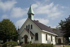 Wenig weiße Kirche Lizenzfreie Stockfotografie