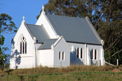 Wenig weiße Kirche stockfotos