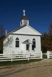 Wenig weiße Landkirche stockbilder