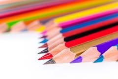 Wenige Bleistifte auf weißem Hintergrund Lizenzfreie Stockfotos
