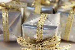 Wenige silberne Geschenke 2 Stockfotos