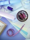 Wenken van draad van poeder, roze, purpere en lilac kleur, gekleurde document pastelkleurtonen voor handwork Royalty-vrije Stock Foto