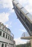 Wenonah 11, das unter Brücke, Hafen Carling überschreitet Stockbild