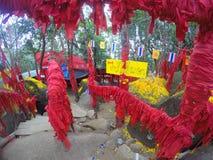 Wensen op rode linten in Khao Khitchakut, Thailand Stock Afbeeldingen
