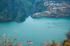 Wenshanprovincie, Chongqing Wenfeng Forest Park die Yangtze-Rivier Drie overzien de Kloof van Klovenwu royalty-vrije stock foto
