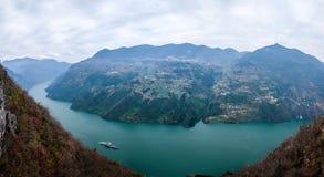 Wenshanprovincie, Chongqing Wenfeng Forest Park die Yangtze-Rivier Drie overzien de Kloof van Klovenwu royalty-vrije stock afbeeldingen