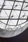 Wenteltrap en glaspiramide bij het Louvre Royalty-vrije Stock Afbeeldingen